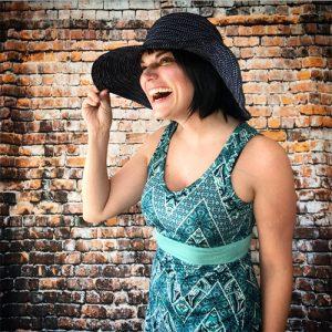 WALLAROO HAT COMPANY Women's Scrunchie Sun Hat in Navy with White Dots, THE NORTH FACE Women's Getaway Dress in Agate Green Chevron Print